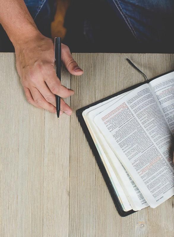 »Dem Unaussprechlichen eine Stimme geben« – Grenzgänge zwischen Poesie und Gebet